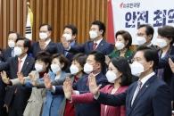 [서울포토] 자유한국당 미세먼지 줄이기 퍼포먼스