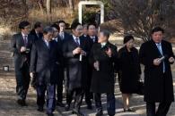 [서울포토] 청와대 산책하는 문재인 대통령과 기업인들…