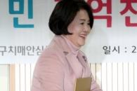 [서울포토] 치매파트너 교육 수료증 받고 기뻐하는 김…