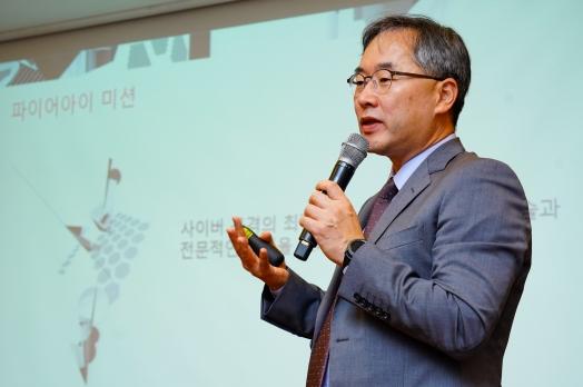 전수홍 파이어아이 코리아 지사장이 23일 '2019년 이후의 사이버 보안 보고서' 내용을 설명하고 있다. 파이어아이 코리아 제공