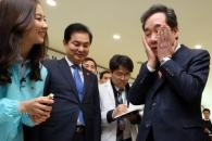[포토] 이낙연 총리, 뷰티산업 현장방문…화장품 얼굴…