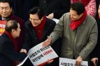 [서울포토] 규탄대회서 인사하는 김병준, 황교안, 오세…