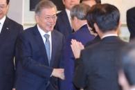 [서울포토] 문 대통령, 기초단체장들과 인사