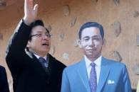 [포토] 기념사진 찍는 황교안 전 총리