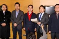 한국당 전대 '반쪽짜리' 위기에 朴心 논란까지 불거…