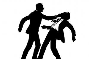 """""""여성 외모 비하"""" 술집 앞 시비…상습 폭력 행사한 20대들"""
