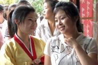 [포토] 지방인민회의 대의원 선거 투표소의 북한 여성…