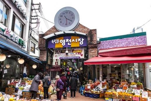 서울미래유산으로 지정된 독립문 영천시장. 조선시대 영천장에서 유래한 60년 역사를 자랑하는 재래시장이다.
