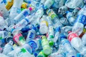곳곳에 넘치는 플라스틱 쓰레기…'화이트바이오'로 바뀔까?