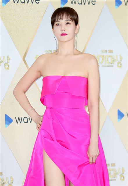 [포토] 김선아, 강추위를 잊은 섹시 드레스