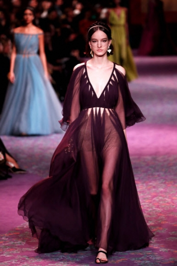 [포토] 우아한 '시스루 여신 드레스'