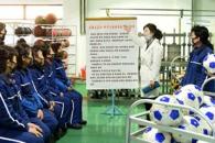 [포토] 마스크 낀 북한 체육기자재공장 근로자들