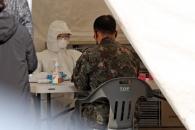 [포토] 코로나19 선별진료소 찾은 군인들