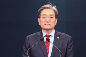 """""""집 두 채 다 팔아 모범"""" 노영민만 살아남았다(종합)"""