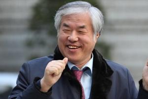 예배 중단하고 집회 독려하는 사랑제일교회 목사 전광훈