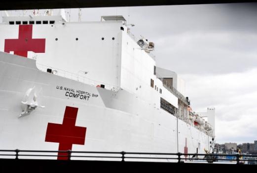 코로나19 치료 위해 뉴욕항 정박한 미 해군 병원선