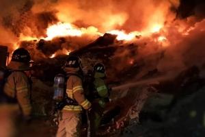 화재로 3층서 뛰어내린 60대, 행인의 스티로폼 기지로 무사