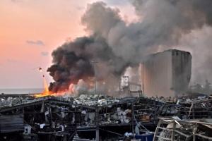 """레바논 베이루트 폭발, 위로 전한 아랍국가들 """"신이 함께 하길"""""""