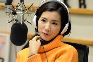 """""""황정민 아나운서 나와"""" 생방송서 '곡괭이 난동' 40대 구속영장…"""