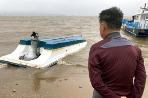 선박 뒤집히고 바닷물 육지 덮치고…충남 잠정 1000억 비 피해