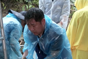 이인영 장관의 '통일 걷기' 뜻밖에 '복구 걷기'되다