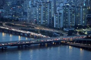 '꽉 막힌 퇴근길' 강변북로·올림픽대로 통제