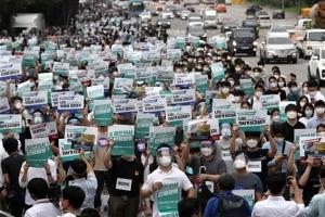 전공의 집단휴진 강행 '마스크 쓰고 거리로'…의료대란은 없었다…