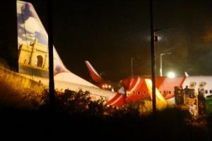 인도 칼리컷 공항 착륙하려던 항공기 두 동강, 17명 사망·15명 중…