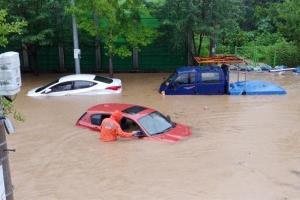 폭우에 빗물 들어찬 오피스텔 지하에서 30대 숨진 채 발견