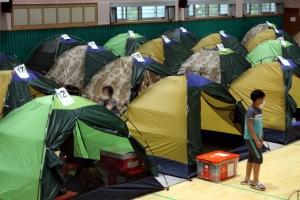 '코로나에 수해까지' 줄지어 선 이재민 대피소 텐트