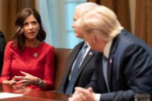 """트럼프, 얼굴 러시모어산에 추가 """"내 업적이면 충분, 제안한 적 없…"""