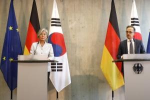 """강경화 만난 獨외교 """"G7 한국 참여 환영… 확대는 협의해야"""""""