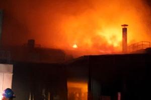 전남 곡성 알루미늄 취급 공장서 화재...폭우로 진화 어려워