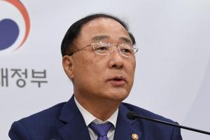 """홍남기 """"OECD, 한국 경제 탁월한 성과 언급…이구동성 찬사"""""""