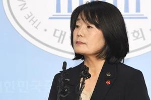 '3개월 만에 소환' 윤미향, 15시간 가까이 밤샘 조사