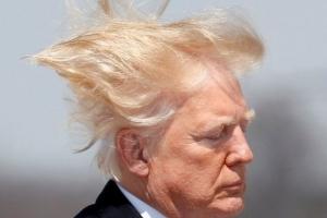 """트럼프 """"머리꼴 이게 뭡니까"""" 에너지부 """"샤워기 노즐 늘리자"""""""