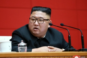 """김정은, 당 정치국 회의 열어 """"외부 지원 안 받겠다"""""""