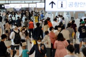 '추캉스' 떠나는 사람들…국내공항 96만명 몰릴 예상