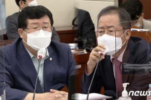 """홍준표 """"청문회선 대통령도 발가벗는다"""" 발언에 설훈 '버럭'"""