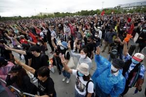 """""""태국은 국민들의 것"""" 10만명 함께 군주제 개혁 외쳤다"""