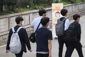 한 달 만에 다시 학교로…수도권 유·초·중·고 등교수업 시작