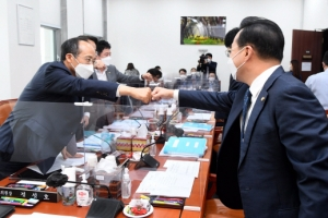 """7조8000억 규모 4차 추경안 예결위 통과... 홍남기 """"신속 집행 위…"""