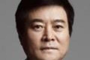 '롯데맨' 소진세 효과? 실적·IPO 날개 단 교촌, 한국형 닭집 신…