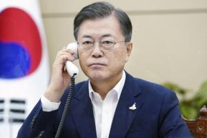 문 대통령, 스가 일본 총리와 첫 통화