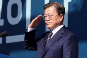 문 대통령 지지율 소폭하락…민주당, 국민의힘 앞서