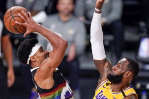'킹' 르브론, 트리플더블급 활약…레이커스, 10년 만의 NBA 파이…