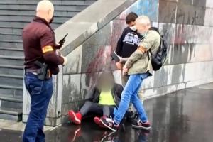 샤를리 에브도 이슬람 만평 다시 싣자 흉기 테러, 18세 용의자 검거…