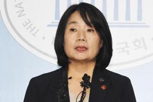 """윤미향, 정의연 후원금 의혹 첫 재판서 """"공소사실 모두 부인"""""""