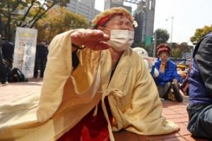 '단속 규탄 삭발식' 오열하는 노점상인