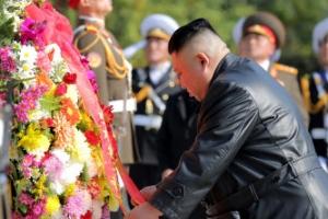 """김정은 """"中장병, 숭고한 희생 잊지 않을 것""""…중공군 열사능 참배…"""
